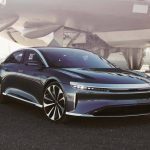 The Lucid Air electric car can be charged at high-speed charging stations of 300 kW, getting over 30 km of travel per minute of charging.