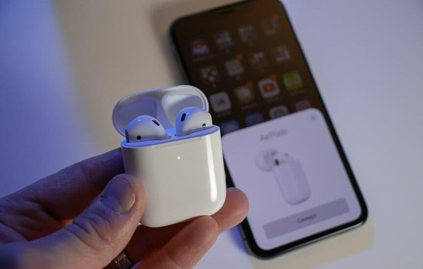Why does Apple technology sometimes not see the headphones: what to do?