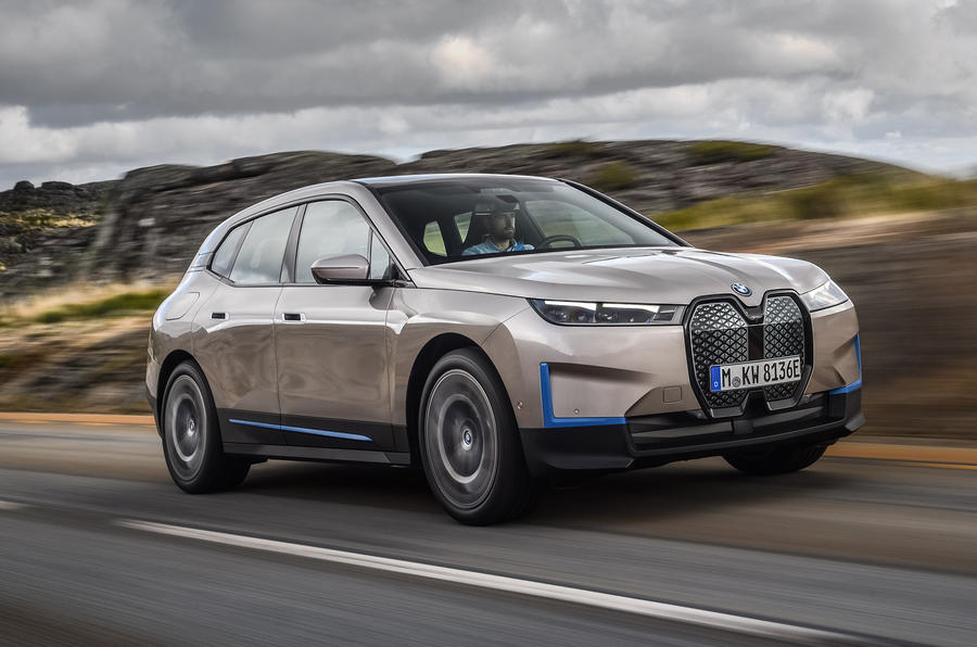 BMW introduced the electric crossover iX TechRechard
