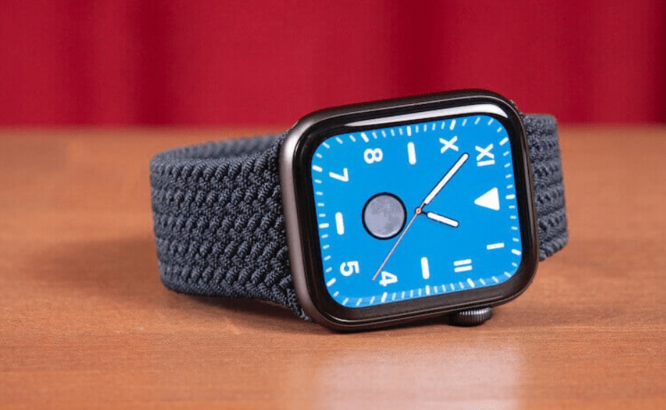 Apple Watch SE or Apple Watch 6.